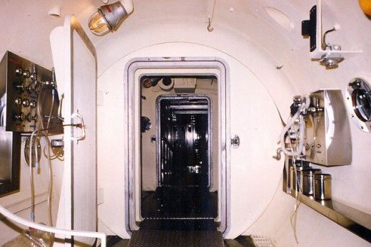 Edgewater Hospital - Recompression Chamber. Credit: RickDrew / Flickr