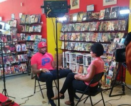 Chicago Bear Israel Idonije Visits Edgewater's Third Coast Comics